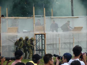 P1010525戦闘訓練展示