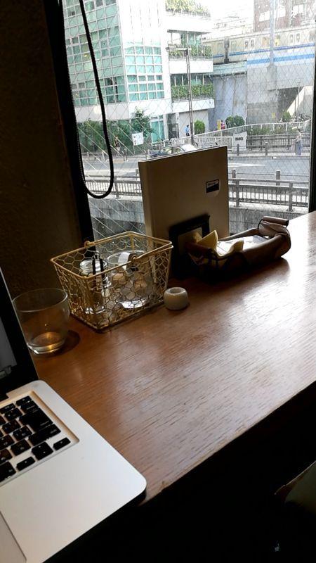 10℃カフェ 奥の席で作業