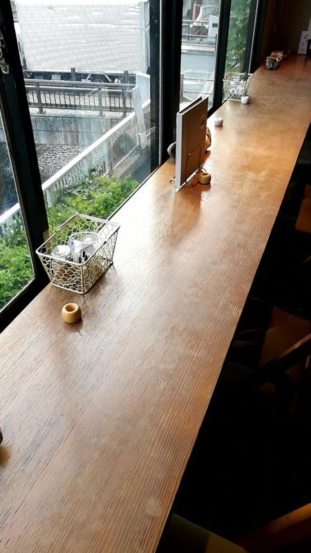 10℃カフェ 奥のテーブル席
