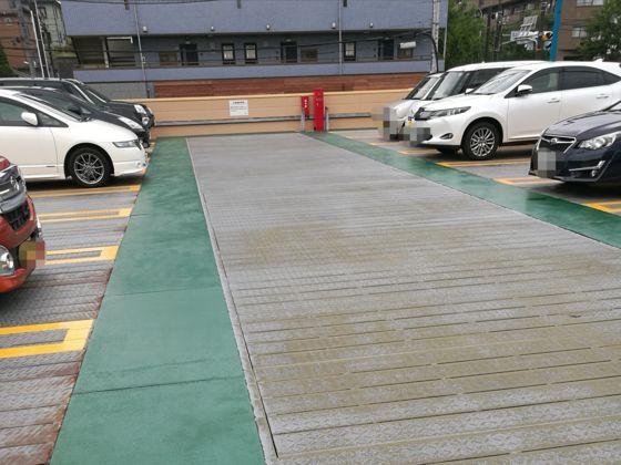 快活クラブ横浜北山田店の駐車場4