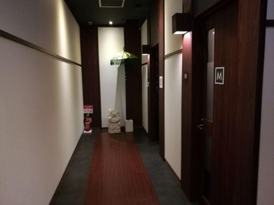 快活クラブ日立店のワンツーカラオケまでの通路5