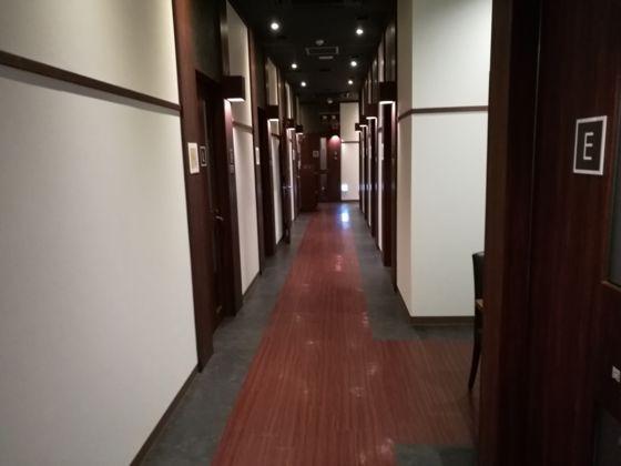 快活クラブ日立店のワンツーカラオケまでの通路4