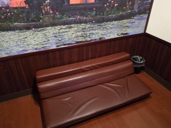 絆ルームのソファー
