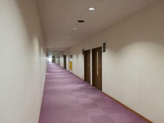 会議室の通路