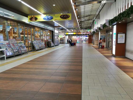 土浦駅の改札を出て