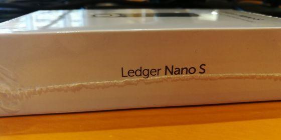 Ledger Nano Sの箱 側面