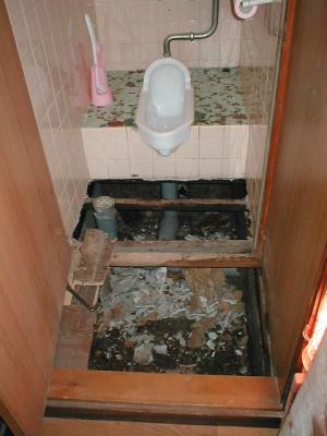 トイレ床修理?.JPG