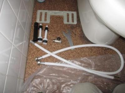 トイレ便座交換?施工途中?取付?付属部品例.JPG
