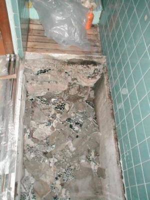 浴室床修理?途中解体途中古タイルの落とし込.JPG