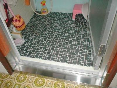 浴室シキイ修理?.JPG