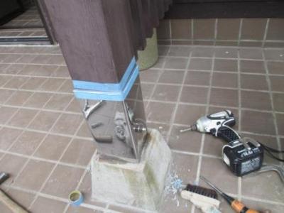 玄関ポーチ柱修理?ステン根巻の現場取付?コーキング例.JPG