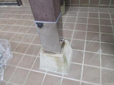 玄関ポーチ柱修理?ステン根巻の現場取付?完了.JPG
