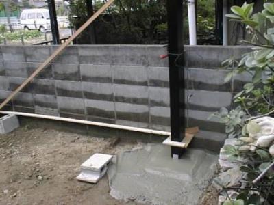 車庫09カーポート柱建て生コン打設後一部.jpg