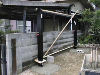 車庫10カーポート柱建て生コン打設後.jpg