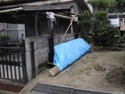 車庫11カーポート柱建て生コン打設後材養生姿.jpg