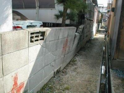 (ブロックの塀修理前)01外側.JPG