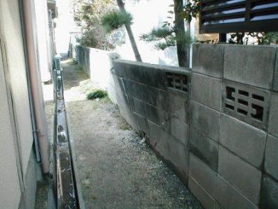 (ブロックの塀修理前)02外側奥から.JPG