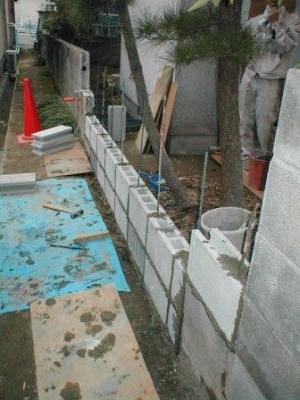 (ブロックの塀修理途中)14積込1段目から2段目へ.JPG
