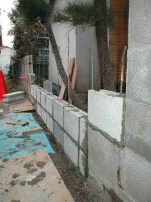 (ブロックの塀修理途中)15積込2段目から3段目へ.JPG