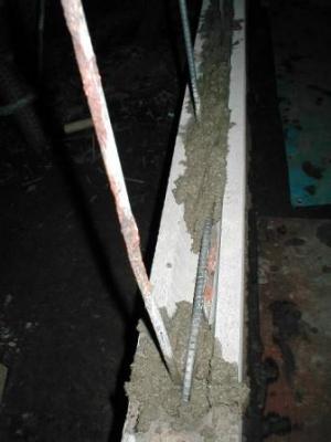 (ブロックの塀修理途中)17積込3段目の鉄筋付近.JPG