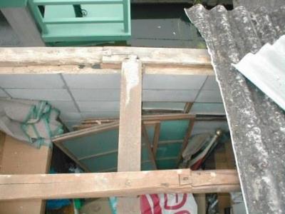 物置屋根スレート張替08小屋組例桁、梁の大入れアリ継.JPG