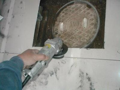(物置移設)?床の点検口切断部分の面取り処置.JPG