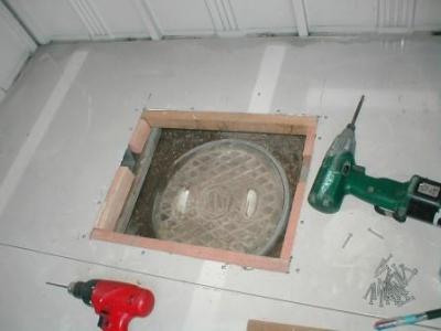 (物置移設)?床の点検口継ぎ手下地のビス止め.JPG