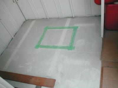 (物置移設)?床の点検口の虫止めテーピング.JPG