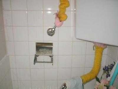 トイレ改造02ビスでの配管破損リスク例.JPG