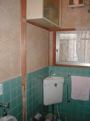 トイレ改造02袖壁撤去.JPG