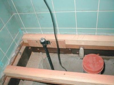 トイレ改造08床根太取付後コンパネ張り前.JPG