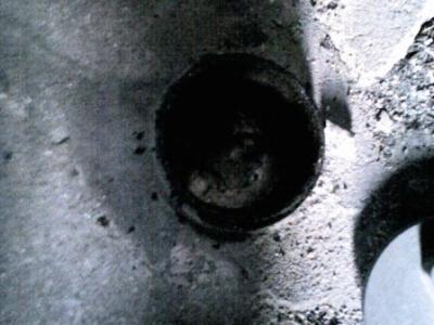 排水詰り03掃除口内部堆積物.JPG