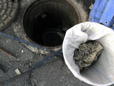 排水詰り07除去後の堆積物.JPG