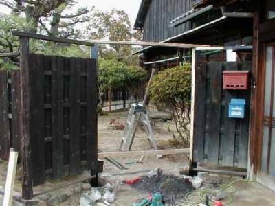 塀修理06門柱取替え中.jpg