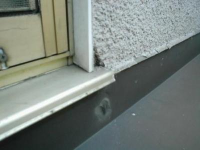ベランダ雨洩り修理06外壁モルタル直止めの防水不良.JPG