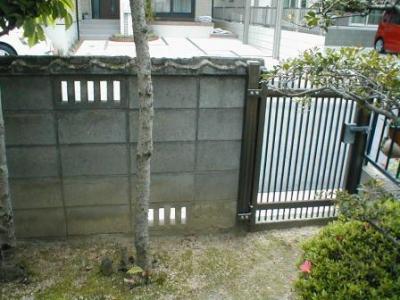 ブロック塀修理前06内部勝手口ドア付近.JPG