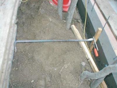 ブロック塀積み替え基礎15杭の引き抜き.JPG