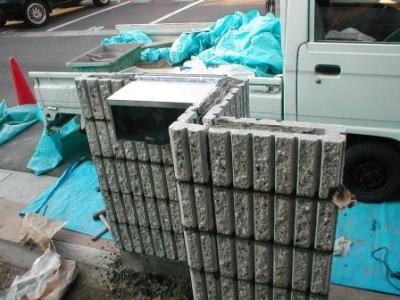 化粧ブロック11埋め込みボストと五段目ヨコ鉄筋の納まり例.JPG