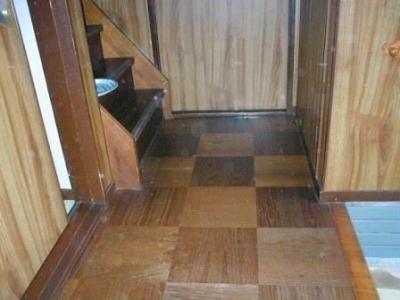 玄関床修理04階段付近.JPG