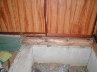 玄関床修理07土台の白蟻被害.JPG
