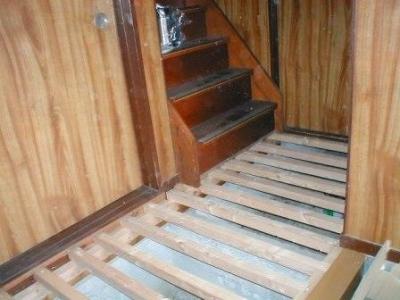 玄関床修理12根太組階段付近.JPG