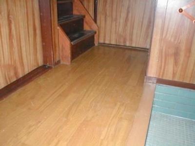 玄関床修理15フロアー貼り後階段付近.JPG