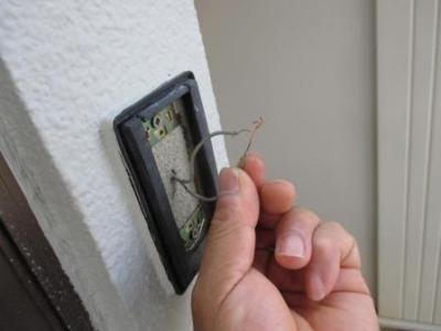 モニターホン取付04チャイムスイッチ外し既存配線の導通テスト.JPG