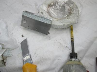 玄関戸車交換03はめこみ用の固定テープ張り例.JPG