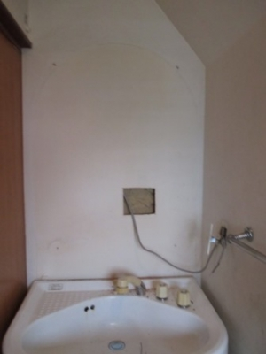 モニターホン取付05電源分配の洗面キャビネット外しビス仮接続例.JPG