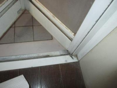 浴室ドア修理?施工途中?吊元固定.JPG
