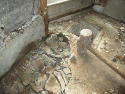 危険な既存土間コンクリートの陥没例01.JPG