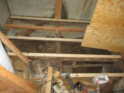 台所改装?床修理?解体と根太補強や合板下地張り直し途中?.JPG