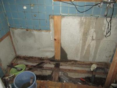 台所改装?柱腐食修理?柱添え板モルタル押さえ補強.JPG