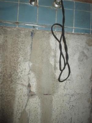 台所改装?既存配管?給水、給湯の既存配管跡.JPG